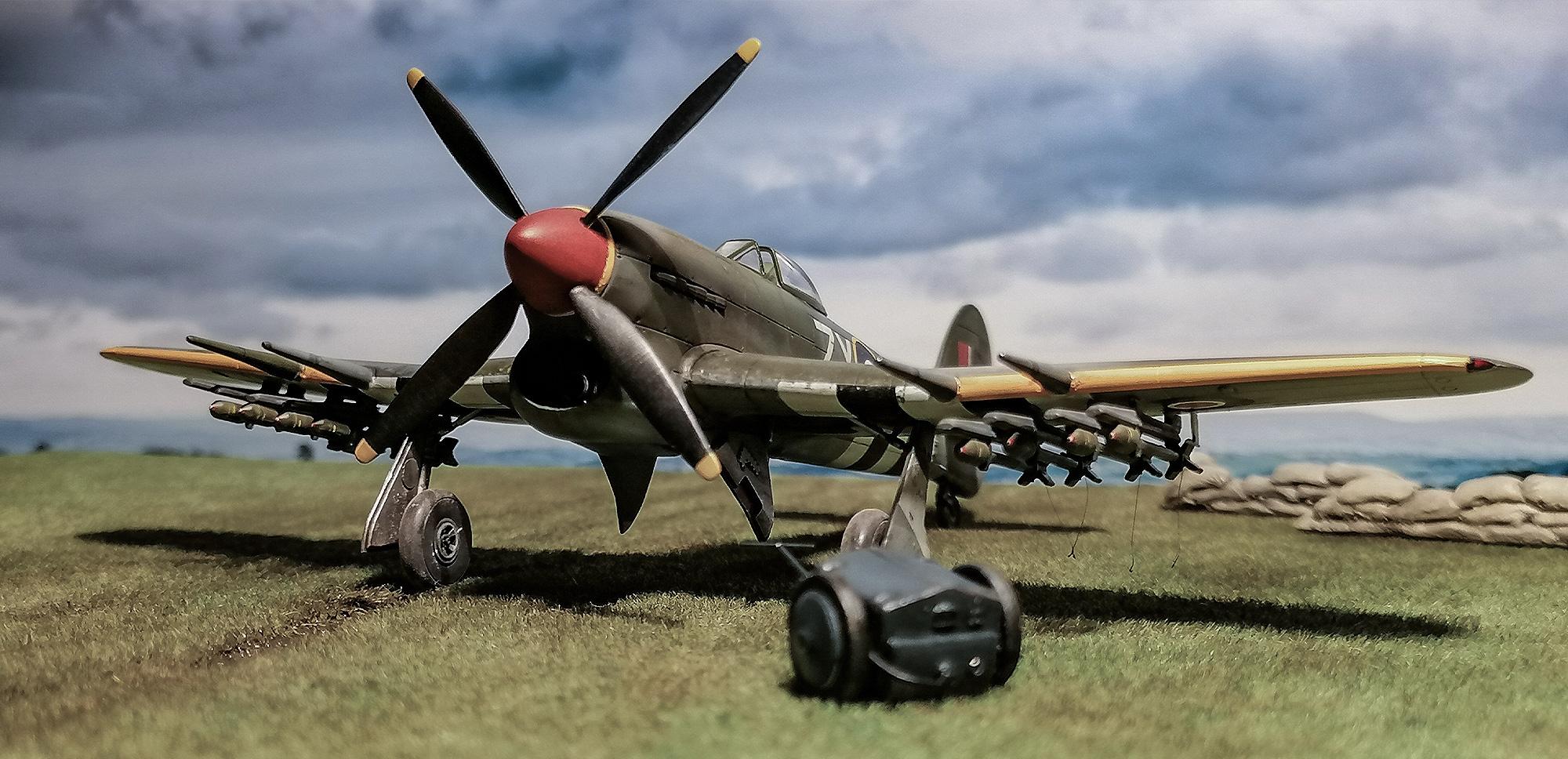 002_Airfix-Hawker-Typhoon-1_72