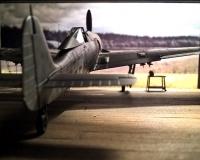 FW-190 F8 Eduard in 1/72 vor Hangar aus Balsaholz