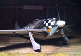 FW-190 A4 mit attraktivem Schachbrettmuster auf der Motorabdeckung