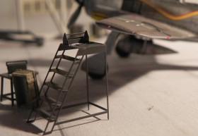 Die Leiter gibt es bei Airmodel, beachte die Positionslampe aus Weißleim und Mr. Hobby Farbe #H90