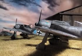 Ganz hinten: eine FW-190 A8  in 1/144