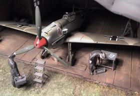 Airmodel-Hangar und Rote 14, Uffz Leo Zaunbrecher, Bf-109 E1 von Hasegawa